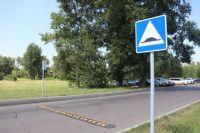 Искусственная неровность заставит водителя сбавить скорость.
