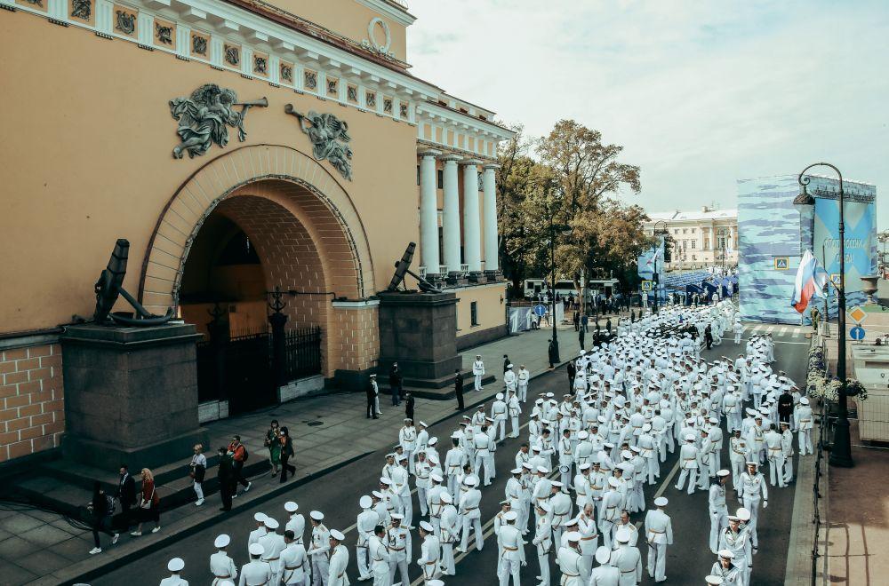 Это пятый в новейшей истории России главный военно-морской парад.
