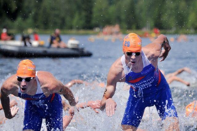 Старт триатлона пришлось повторить из-за лодки телетрансляции, которая помешала спортсменам начать заплыв