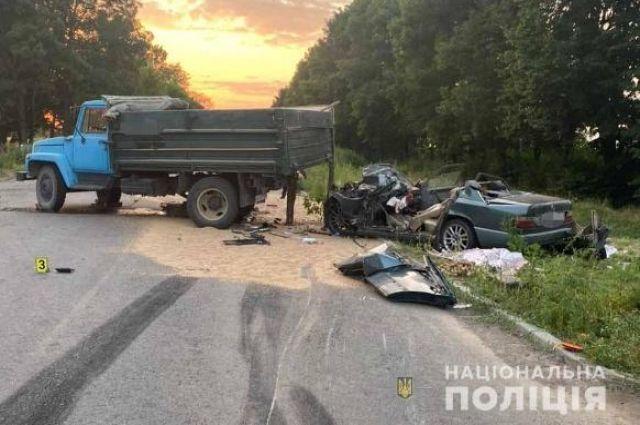 В Винницкой области произошло столкновение легковушки с грузовиком.