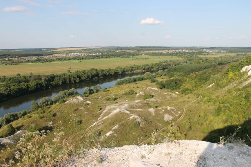 Меловые скалы близ села Сторожевое-1 Острогожского района Воронежской области
