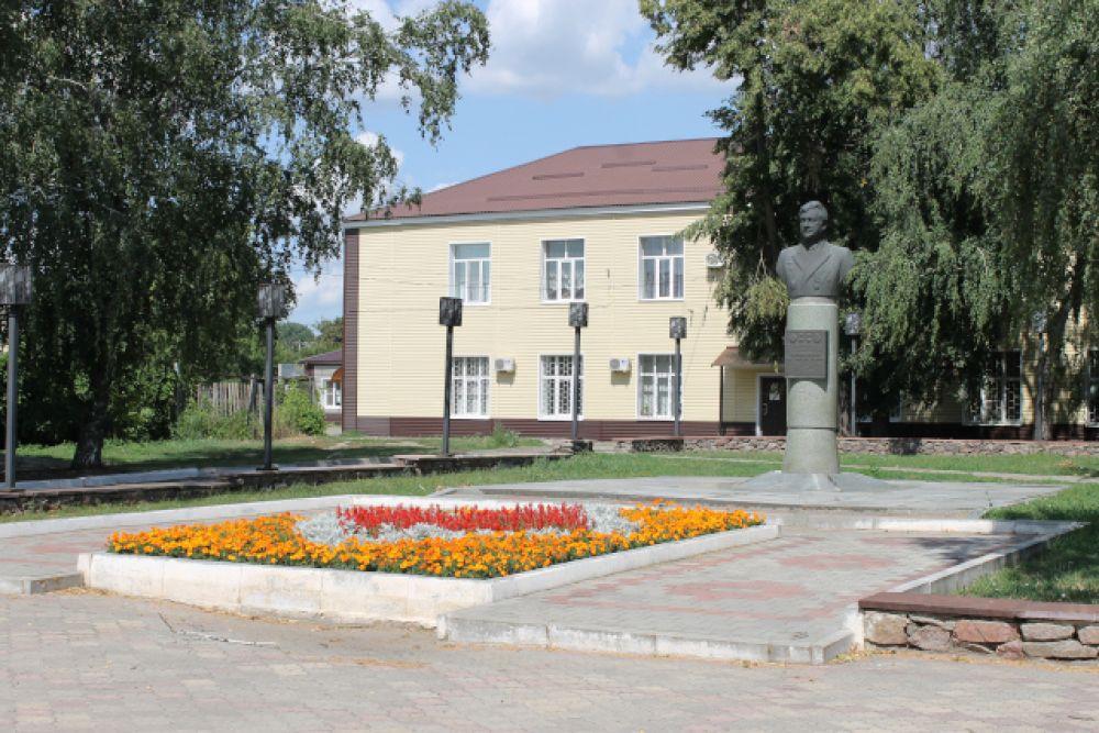 Памятник Герою Советского Союза, космонавту Анатолию Филипченко
