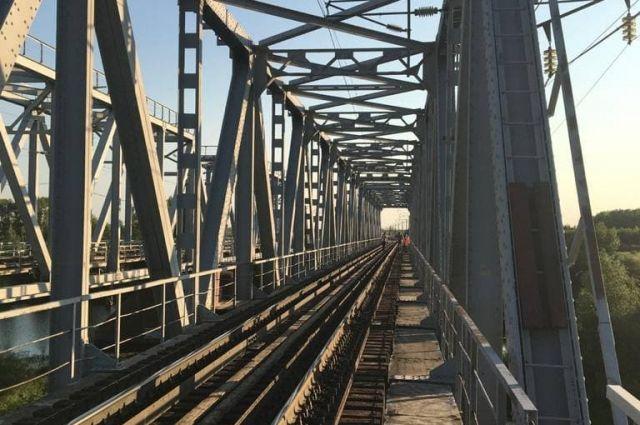 В больнице Орска скончался получивший на железнодорожном мосту удар током мальчик.