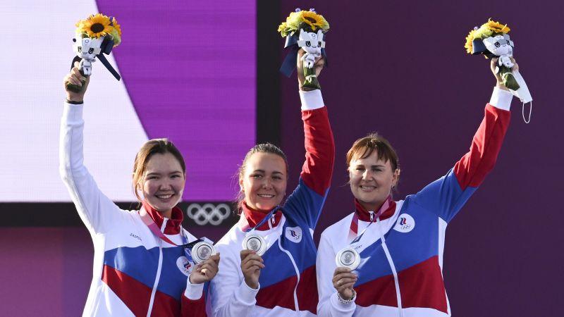 Ксения Перова, Елена Осипова и Светлана Гомбоева завоевали серебро в женском командном турнире по стрельбе из лука
