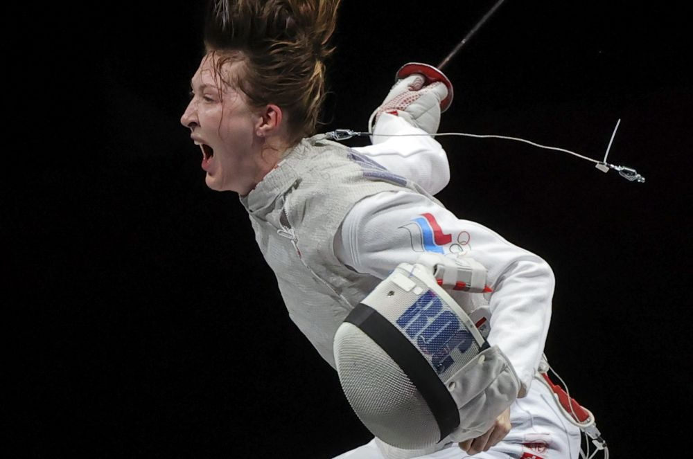 Лариса Коробейникова завоевала бронзовую медаль в соревнованиях по фехтованию на рапирах среди женщин
