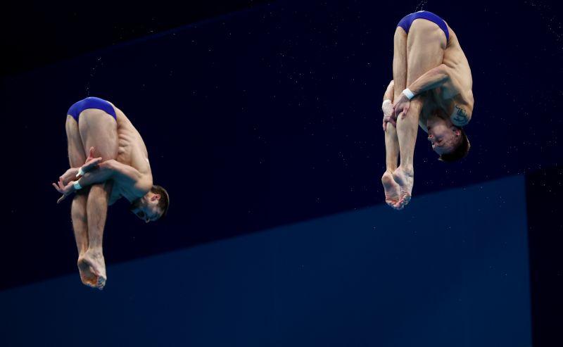 Александр Бондарь и Виктор Минибаев завоевали бронзовые медали на соревнованиях по синхронным прыжкам с вышки 10 метров среди мужчин