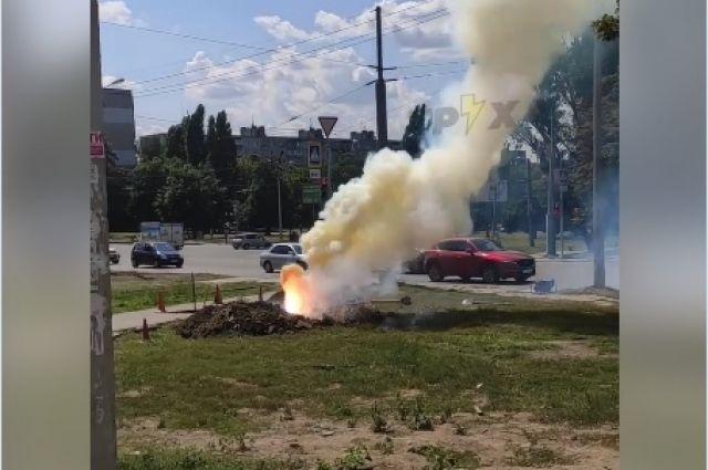 В Харькове посреди улицы из-под земли вырвался столб огня