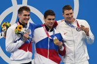 Призеры соревнований по плаванию на 100 метров на спине среди мужчин на XXXII летних Олимпийских играх (слева направо): Климент Колесников (команда ОКР) - серебряная медаль, Евгений Рылов (команда ОКР) - золотая медаль, Райан Мёрфи (США) - бронзовая медаль.