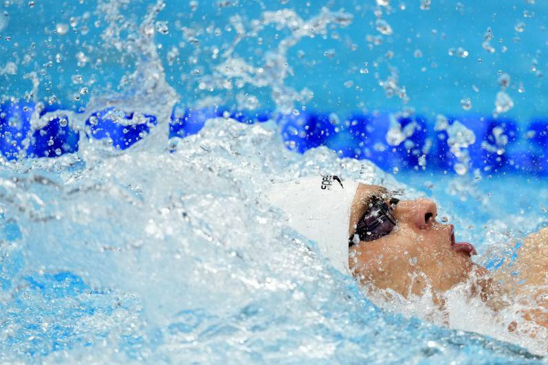 Евгений Рылов в финальном заплыве на 100 метров на спине среди мужчин на XXXII летних Олимпийских играх