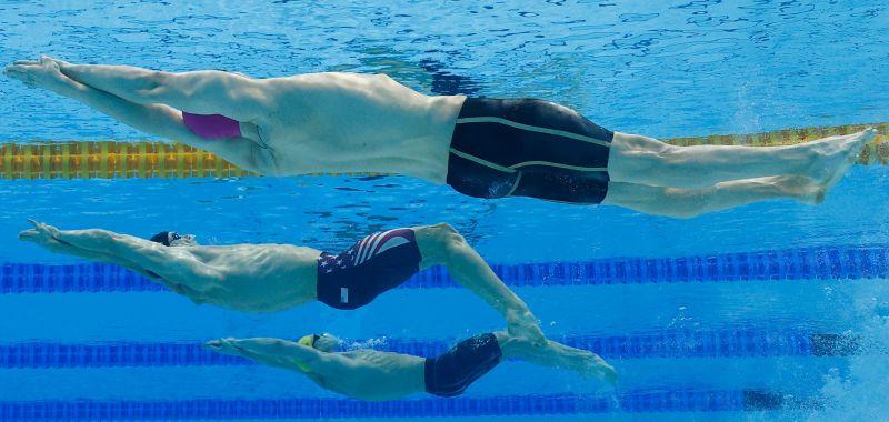 Климент Колесников в финальном заплыве на 100 метров на спине среди мужчин на XXXII летних Олимпийских играх