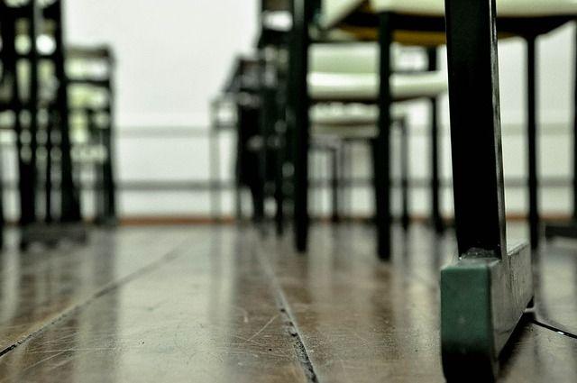 Во многих учреждениях обновлена мебель