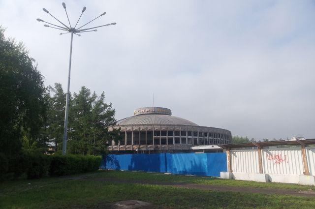 Сейчас здание выглядит заброшенным