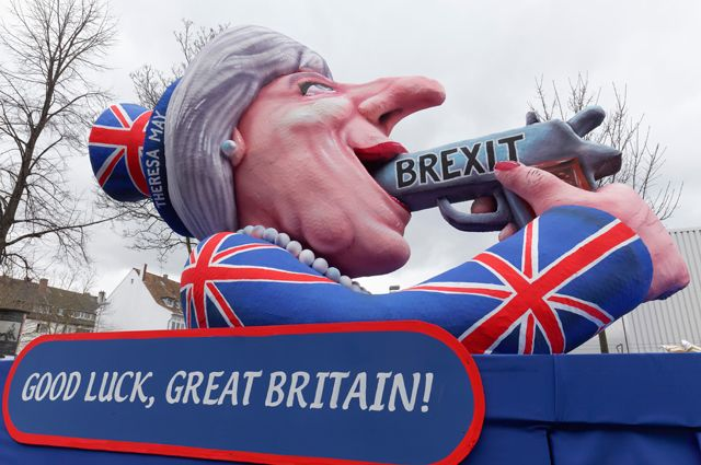 «Удачи, Великобритания!»– по мнению сторонников евроинтеграции, выход страны из ЕС сравним поэффекту с выстрелом себе в голову.