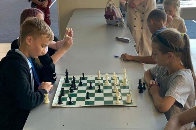 Марина Круглова играла в турнире детей до 13 лет (В-13), а Владислав Черняев – в турнире юношей до 15 лет (U-15).