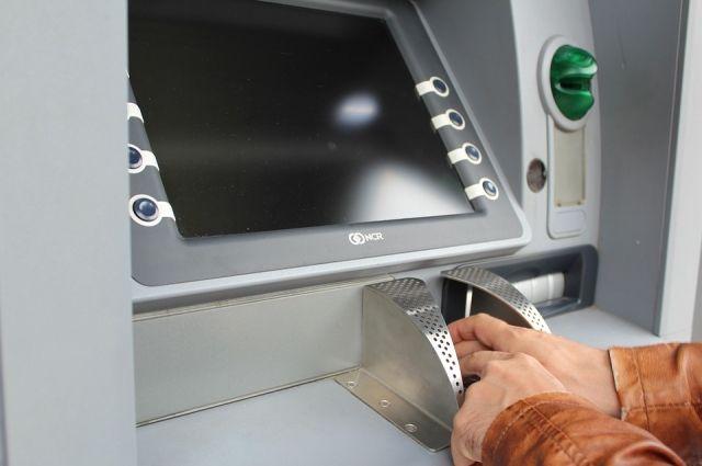 В Оренбуржье в банкоматах Сбербанка можно сдать на переработку пластиковую карту с истекшим сроком действия.