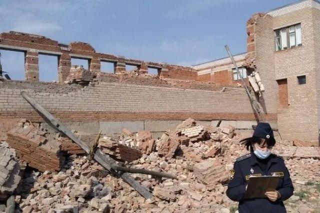 В Красногвардейском районе снесли опасное здание аварийного бассейна-недостроя.