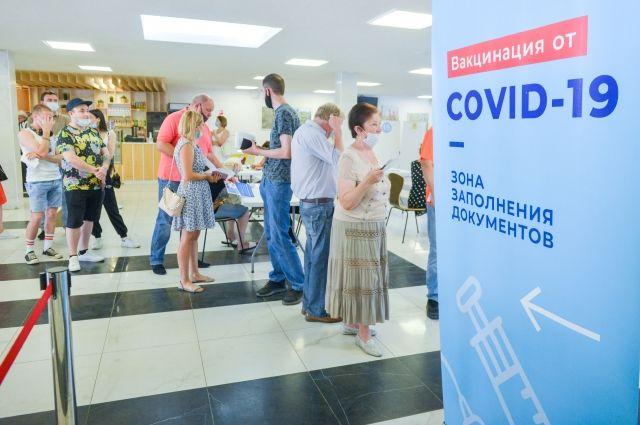 До конца июля губернатор поручил завершить вакцинацию псковских педагогов