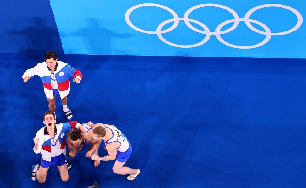 Гимнасты Артур Далалоян, Никита Нагорный, Давид Белявский и Денис Аблязин по итогам командного многоборья завоевали золото на Олимпиаде в Токио