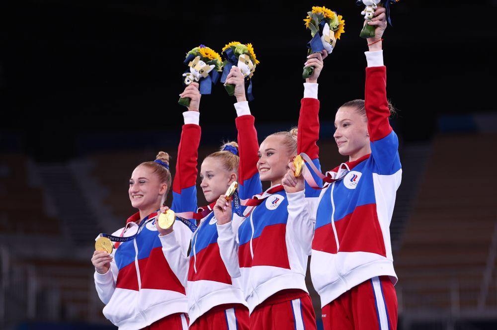 Российские спортсменки Лилия Ахаимова, Виктория Листунова, Ангелина Мельникова и Владислава Уразова, завоевавшие золотые медали в командном многоборье среди женщин на соревнованиях по спортивной гимнастике на XXXII летних Олимпийских играх в Токио. Женская сборная России по спортивной гимнастике выиграла золото в командном первенстве впервые с 1992 года