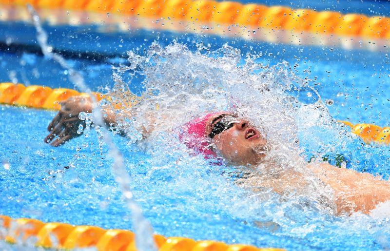 Климент Колесников, завоевавший серебряную медаль в соревнованиях по плаванию на 100 метров на спине среди мужчин на XXXII летних Олимпийских играх
