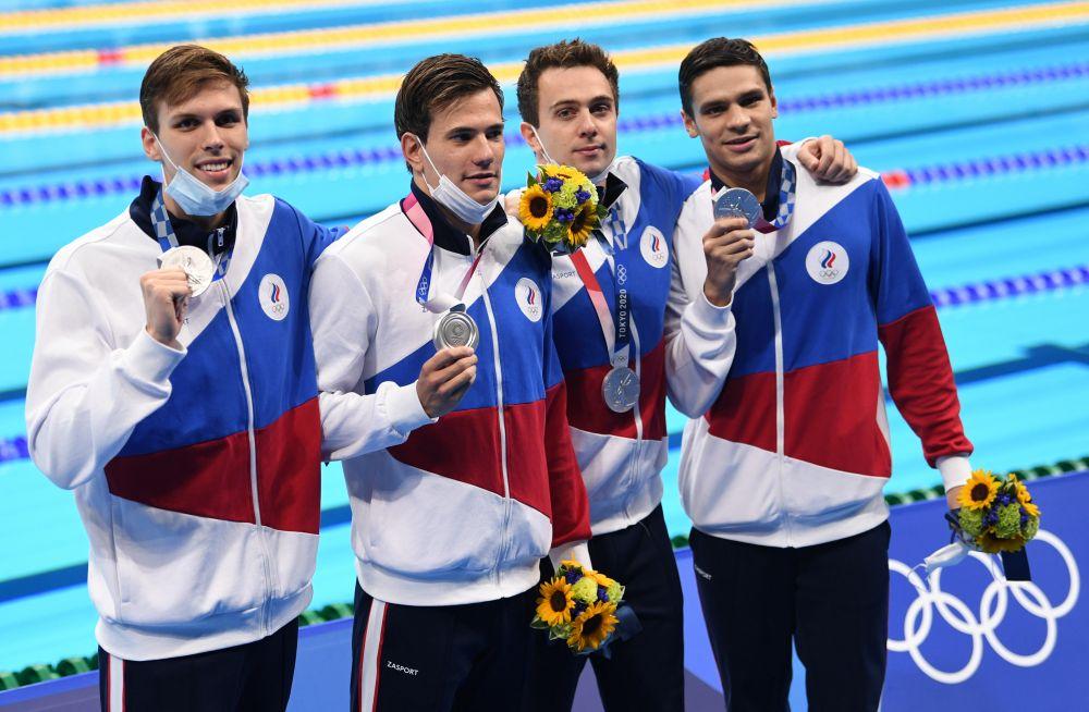 Иван Гирев, Мартин Малютин, Михаил Довгалюк и Евгений Рылов (слева направо), завоевавшие серебряные медали в мужской эстафете 4х200 метров фристайлом на XXXII летних Олимпийских играх