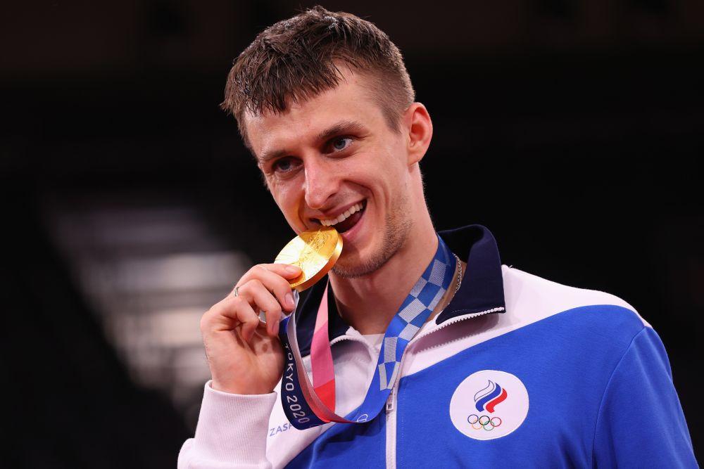 Российский спортсмен Владислав Ларин, завоевавший золотую медаль в соревнованиях по тхэквондо в весовой категории свыше 80 кг среди мужчин на XXXII летних Олимпийских играх