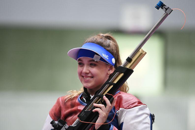 Анастасия Галашина завоевала серебряную медаль на соревнованиях по стрельбе из пневматической винтовки с 10 метров среди женщин