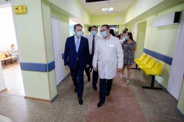 Глава Минздрава РФ посетил областную клиническую больницу, областную детскую больницу и городскую поликлинику № 4 Южно-Сахалинска.