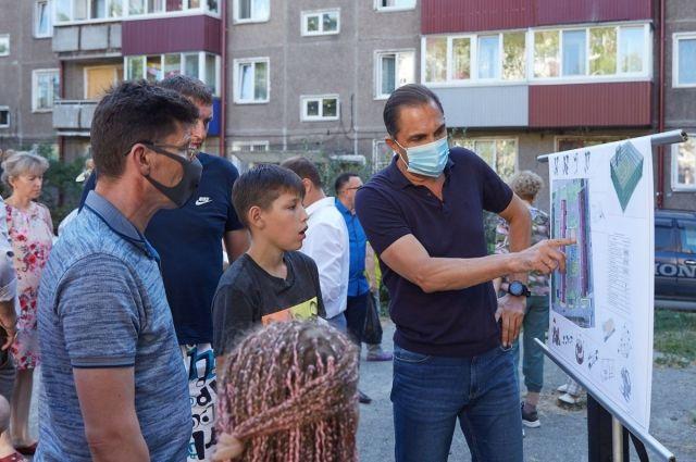 На встрече с жителями присутствовал председатель Сахалинской областной думы Андрей Хапочкин.