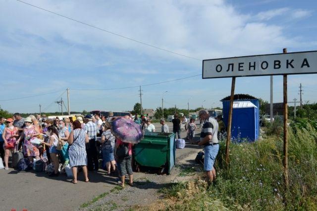 Выезд из ОРДО: на КПВВ проверяют мобильные телефоны