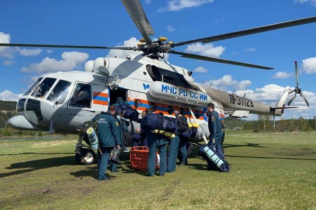Из Иркутска в посёлок Харанжино направлен вертолет Ми-8, оборудованный водосливным устройством для тушения пожара с воздуха.