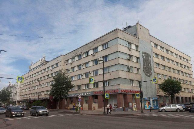 Вывески «Слава городу на Енисее» на здании больше нет