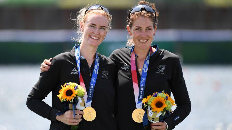 Новозеландские спортсменки Грэйс Прендергаст и Керри Гоулер завоевали золото в академической гребле в соревнованиях двоек распашных без рулевого на Олимпиаде-2021 в Токио