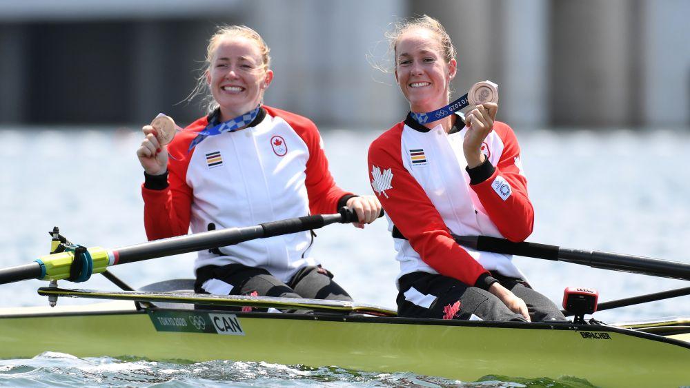 Канадские спортсменки Кейли Филмер и Хиллари Янссенс завоевали бронзу в академической гребле в соревнованиях двоек распашных без рулевого на Олимпиаде-2021 в Токио