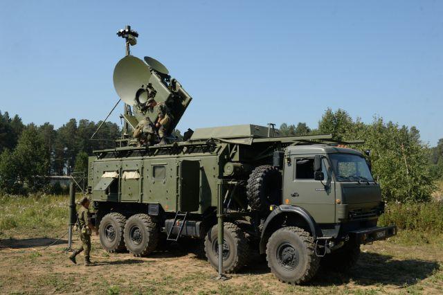Развертывание наземного многофункционального модуля помех «Красуха-4» во время тактико-специальных занятий с подразделениями радиоэлектронной борьбы ЦВО на полигоне Свердловский.