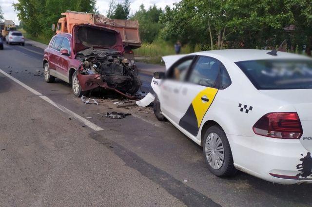 Водитель Volkswagen Polo не был пристегнут ремнем безопасности, в салоне находился только он, пассажиров не было.