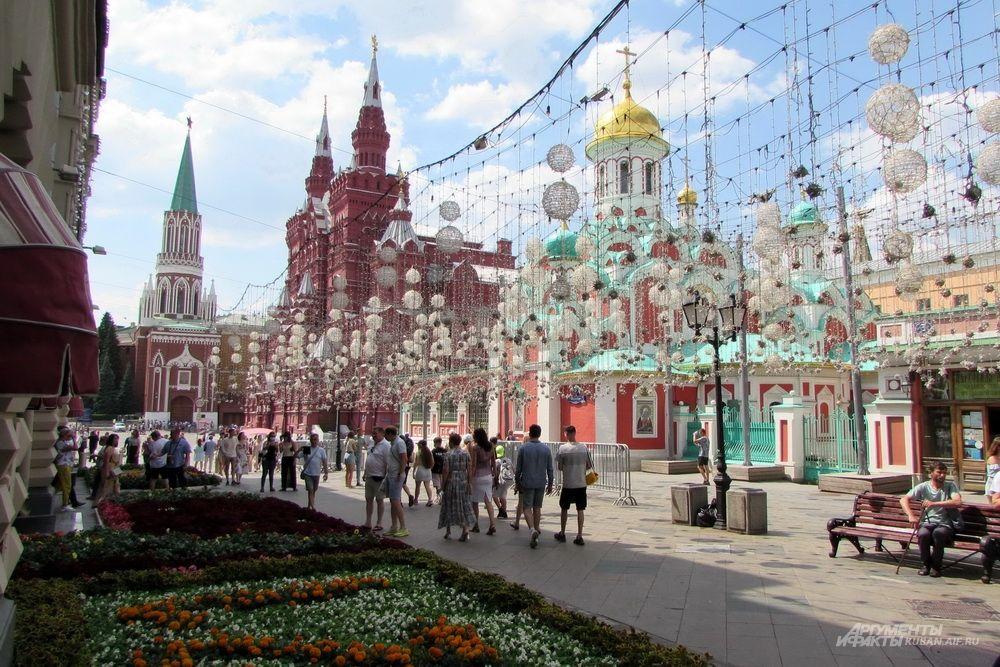 Вид на центр Москвы у входа в ГУМ.