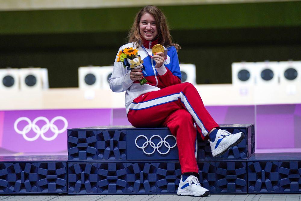 Российская спортсменка Виталина Бацарашкина, завоевавшая золотую медаль в соревнованиях по стрельбе из пневматического пистолета с 25 метров среди женщин на XXXII летних Олимпийских играх в Токио