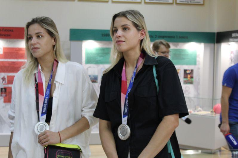 Серебряные призеры Олимпиады в Токио - сестры Фролкины.