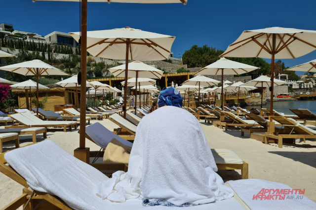 «Пороть надо за такой сервис». Почему на курортах РФ плохо с обслуживанием?