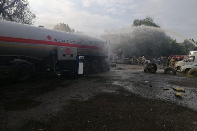 В Самаре на ул. Товарной произошел пожар на АГЗС, есть пострадавшие