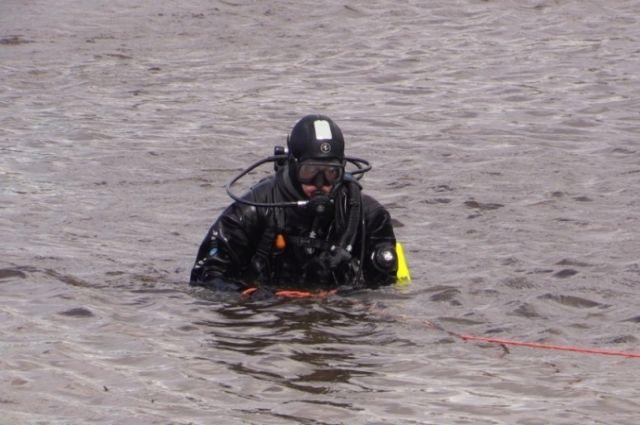 На Красноярском водохранилище нашли затонувшую вместе с водителем машину