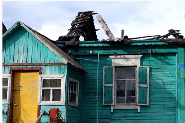 В Кирсаново заброшенный дом стал пристанищем для семьи инвалидов.