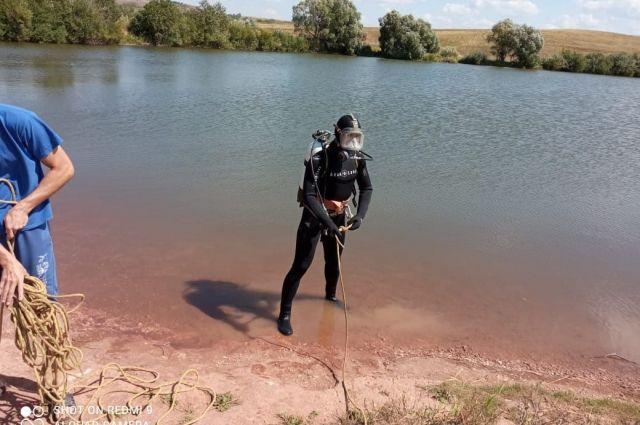 Из реки Урал под Абдулино водолазы извлекли тело женщины.