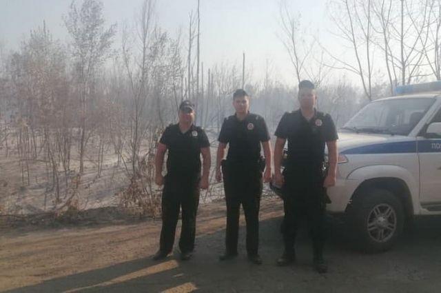 В Оренбурге полицейские из-за пожара в Протопоповской роще эвакуировали из лагеря «Чайка» 15 детей и работника