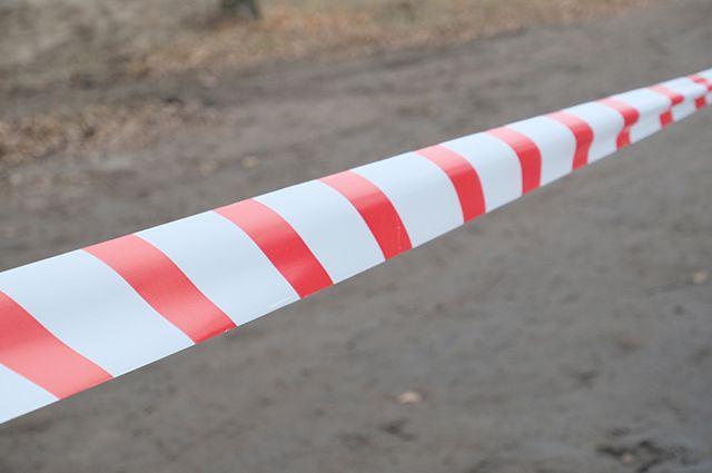 На парковке у торгового центра в Ярославле провалился асфальт