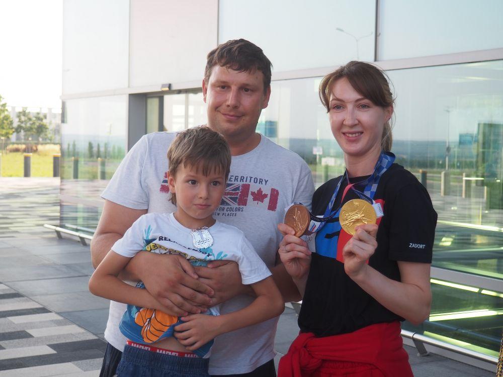 Лариса Коробейникова со своей семьей.