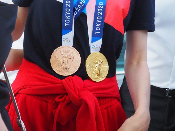 Спортсменка взяла золото и бронзу Олимпиады в Токио.