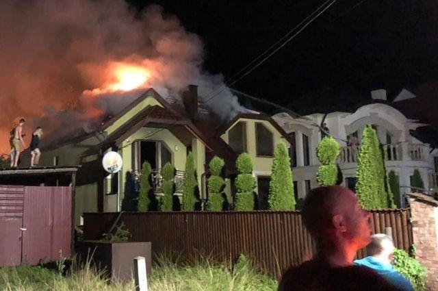 На Закарпатье загорелся дом от удара молнии