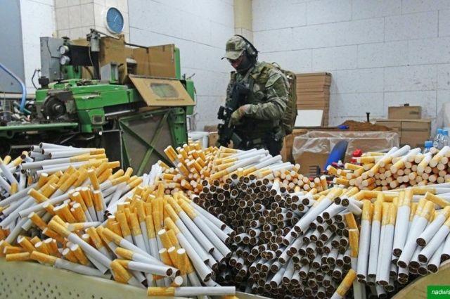 Разоблачили подпольную табачную фабрику в Польше: задержаны украинцы